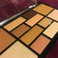 MAKEUP REVOLUTION LONDON – Highlighter& Eyeshadow Palette– Good As Gold